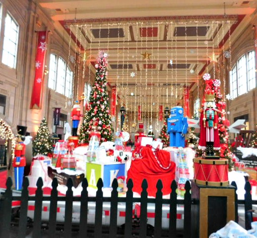 Great Hall at Union Station Kansas City at Christmas